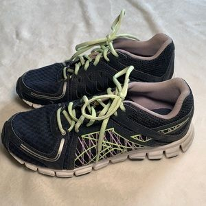 Reebok's running sneakers for woman's size 8.5